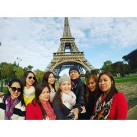 Vive le Paris! regram @cherryveryme Lovely faces behind Eiffel Tower!