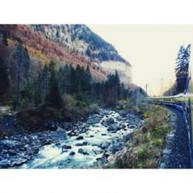 Switzerland summed up in one beautiful photo; trains and alpine vistas! regram @clairebhuggins