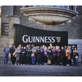 The #ExpatExplore Best of UK & Ireland tour visiting the #Guinness Storehouse in #Dublin, Ireland this morning. In 1759, when Arthur Guinness was just starting out in the brewing business he had such confidence in his product that he took out a 9,000 year lease, knowing his brewery would still be running such a longer time later! (Photo by our tour leader Kaeleigh) #ExpatBestUKIreland #travel