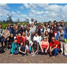 Fantastic group photo of our #UltimateEurope tour in Zaanse Schaans, a fascinating place just outside Amsterdam which gives a glimpse of the traditional Dutch way of life in the 17th and 18th centuries. Photo by @lauratourleader