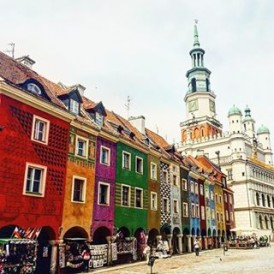 Colourful houses in the Old Market Square in Poznan, Poland on the NorthernExplorer tour. Photo by @emilyfishyu